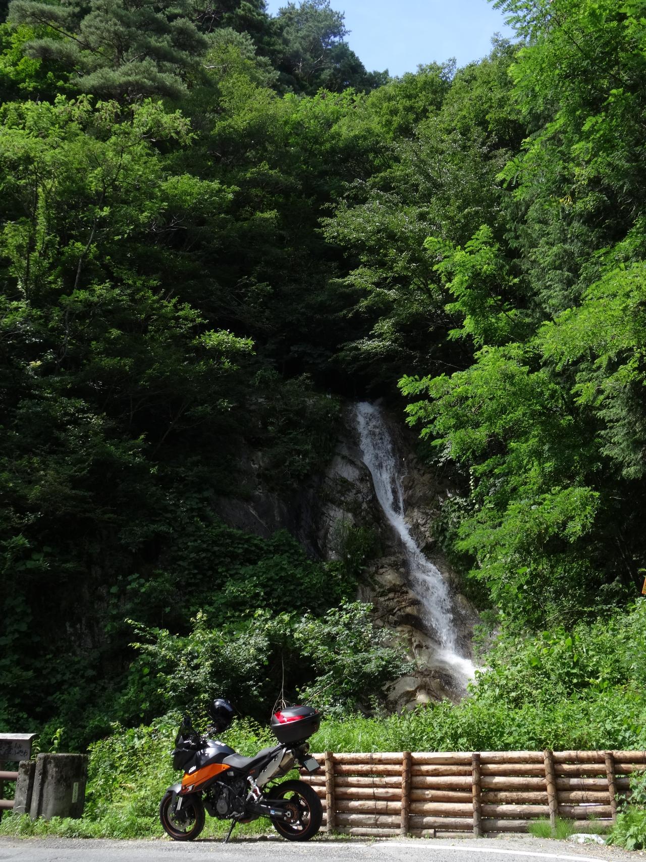 県道8号の滝