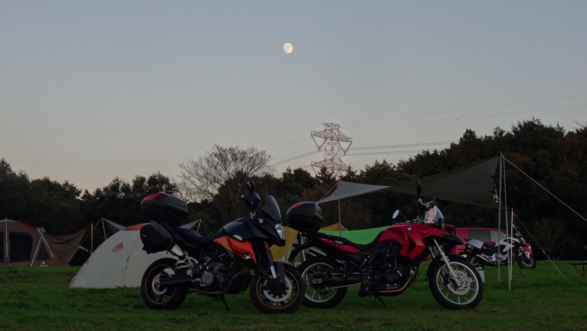 森のまきばオートキャンプ場での月